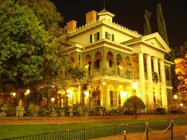 Haunted Mansion Disneyland Vs Walt Disney World Remain