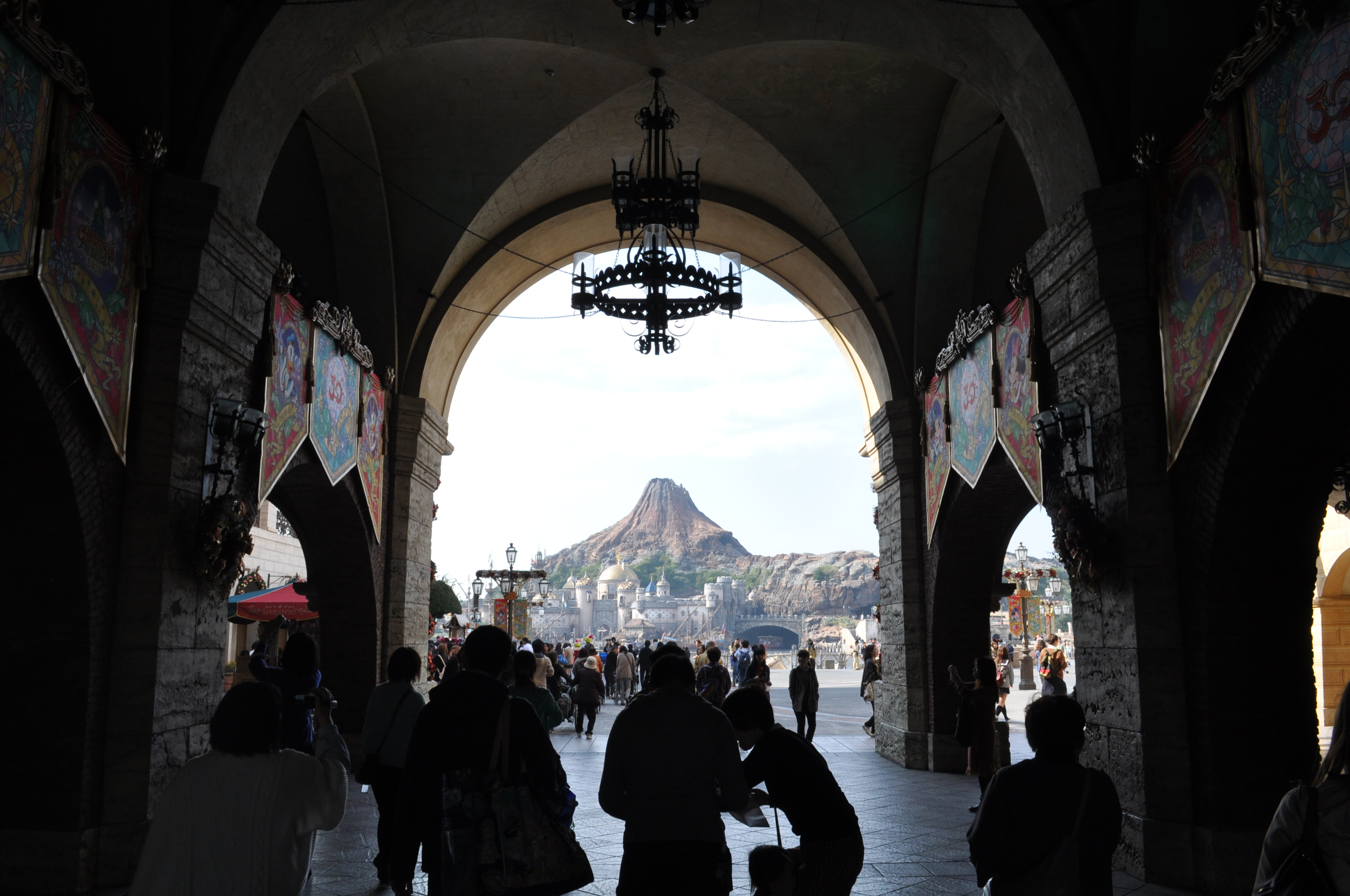 David concludes his Tokyo coverage with this recap of the Tokyo DisneySEA park!  It's been a while, but he remembered quite a lot thanks to Robert holding the map! http://media.blubrry.com/remainseatedplease/p/remainseatedplease.com/wp-content/uploads/2014/03/RSP-Episode-8.m4aPodcast: […]