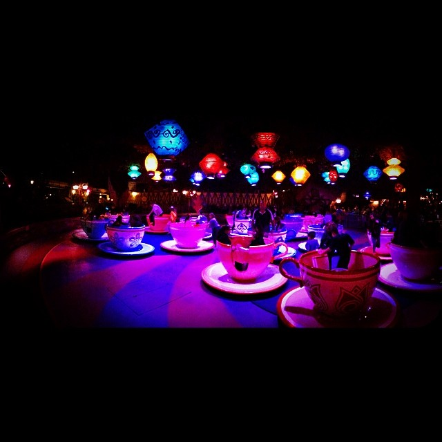 #madteaparty #teacups #disneyland #disneyparks #dlr #themepark #waltdisney #fantasyland #Disney #disneytime #justgothappier #disneylandresort #disneyrides #waltography #disneyphotography #disneyside #happiestplaceonearth #disneylandmagic #disneymagic #disneymemories #fd101look #waltdisney1901 #disneygram #tagsforlikes #happy #beautiful #fun #instalike #colorful