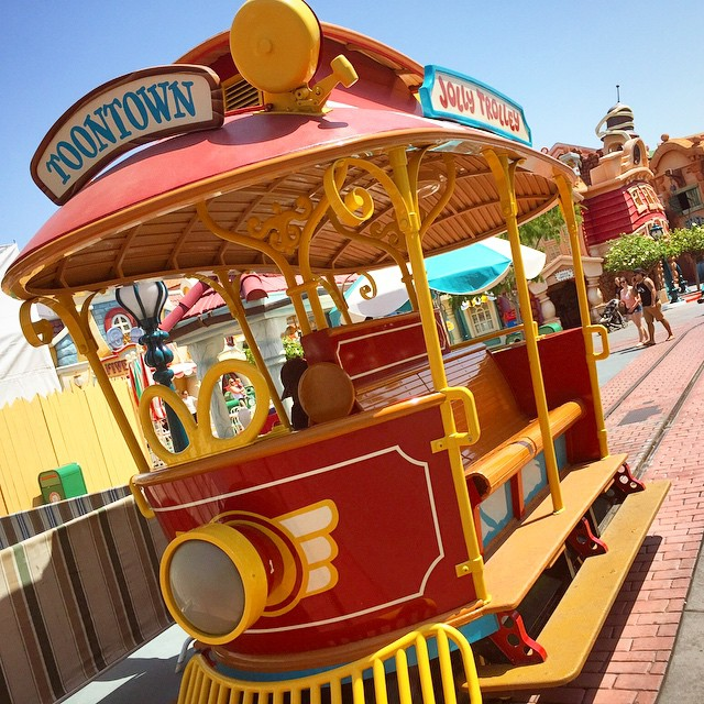 #toontowntuesday. I miss the #jollytrolley going up and down the…